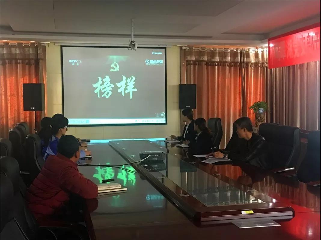银川鸣翠湖生态旅游开发有限公司党支部组织学习观看《榜样4》专题节目